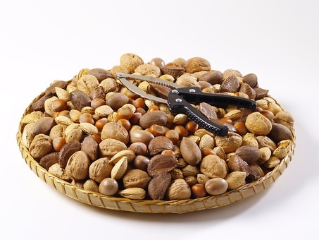 Mixed Nut Gift Tray & Nutcracker